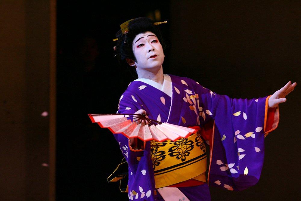 日本舞踊基本シリーズ「お扇子の基本・その1」